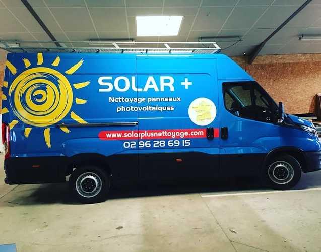 Nouveau camion chez Solar Plus - Spécialiste du nettoyage, de l''entretien et de l''optimisation du rendement des panneaux solaires 0