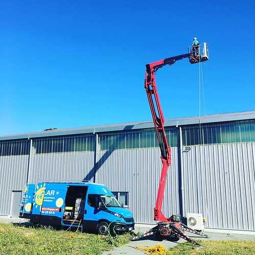 1700m2 de panneaux photovoltaïques à nettoyer au robot 0